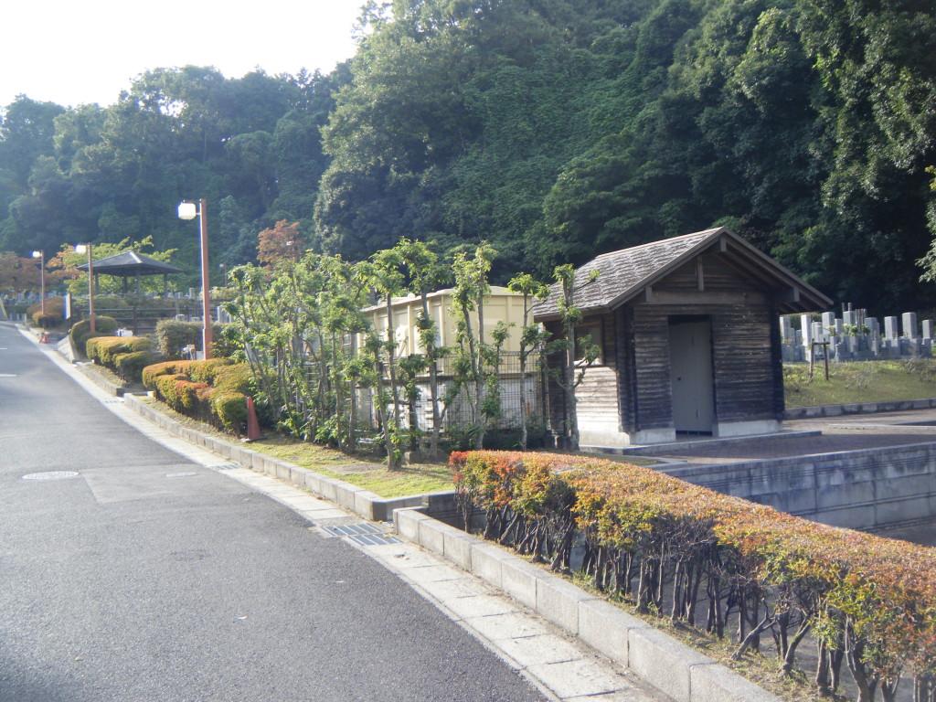 苑内の入口風景