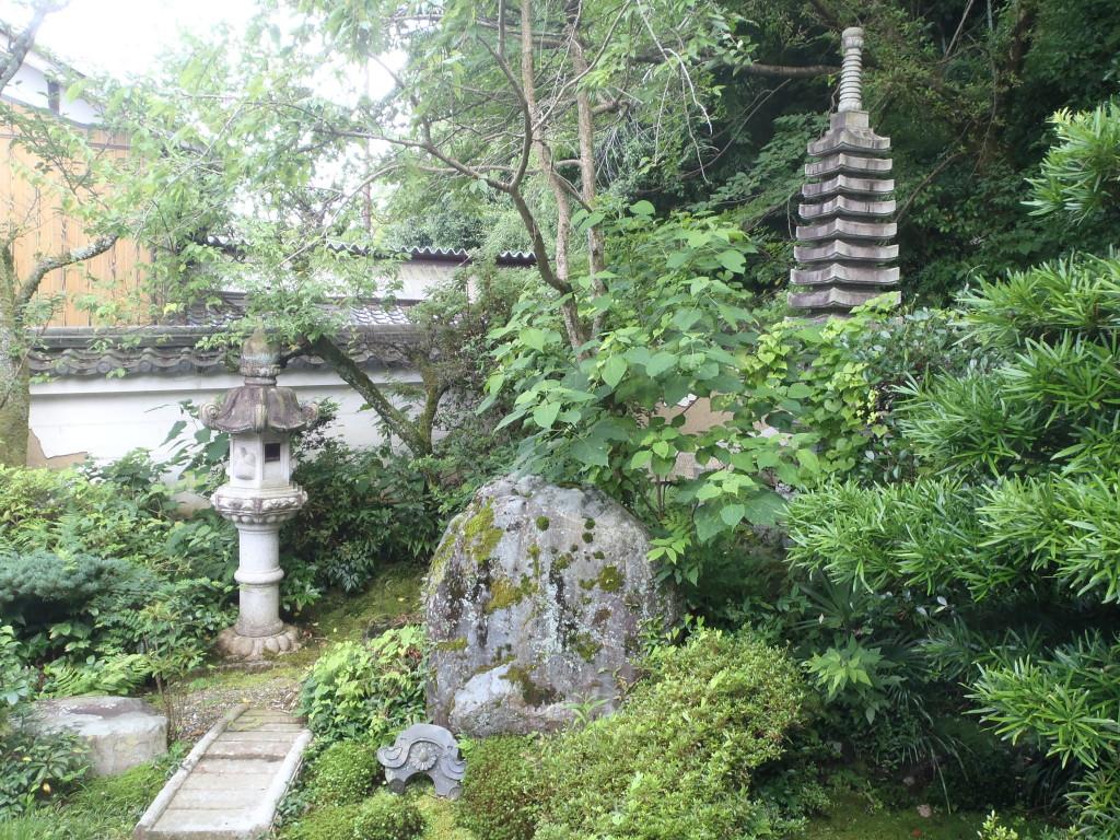本堂前の庭園