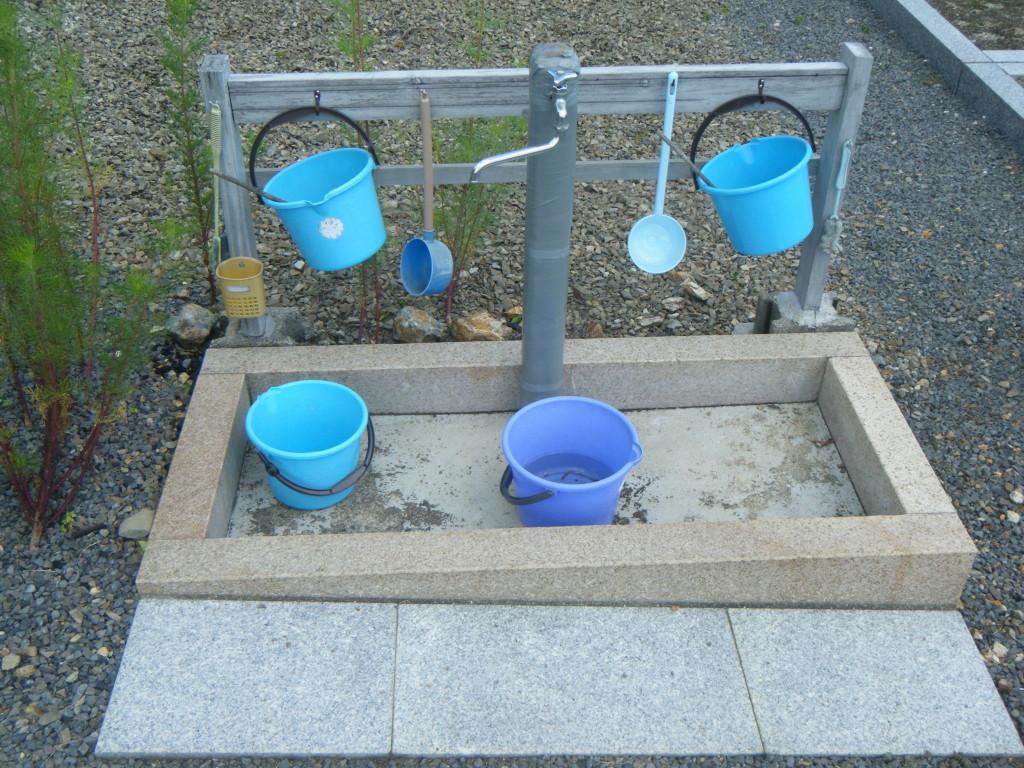 水道・バケツも備え付けられています。