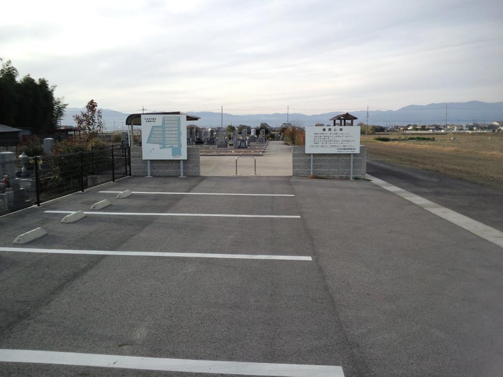 駐車場も広く楽々駐車できます