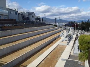 新区画は全て琵琶湖向きで駐車場からも近くお参りしやすくなっております。 フリー区画や車椅子でもお参りしやすい区画もございます