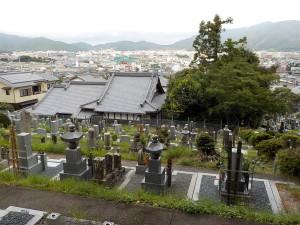 六体地蔵尊がいつも墓地を見守って下さってます