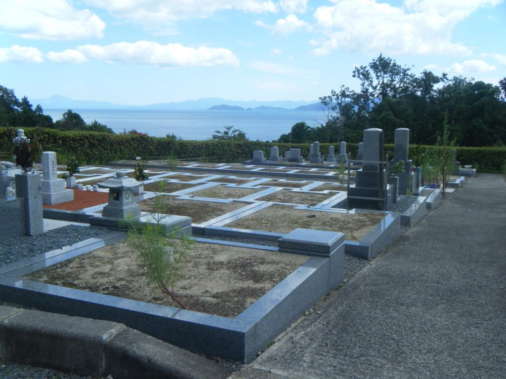 霊園からは琵琶湖が望めます。