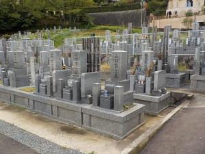新規格墓所は巻石が基壇式になっております