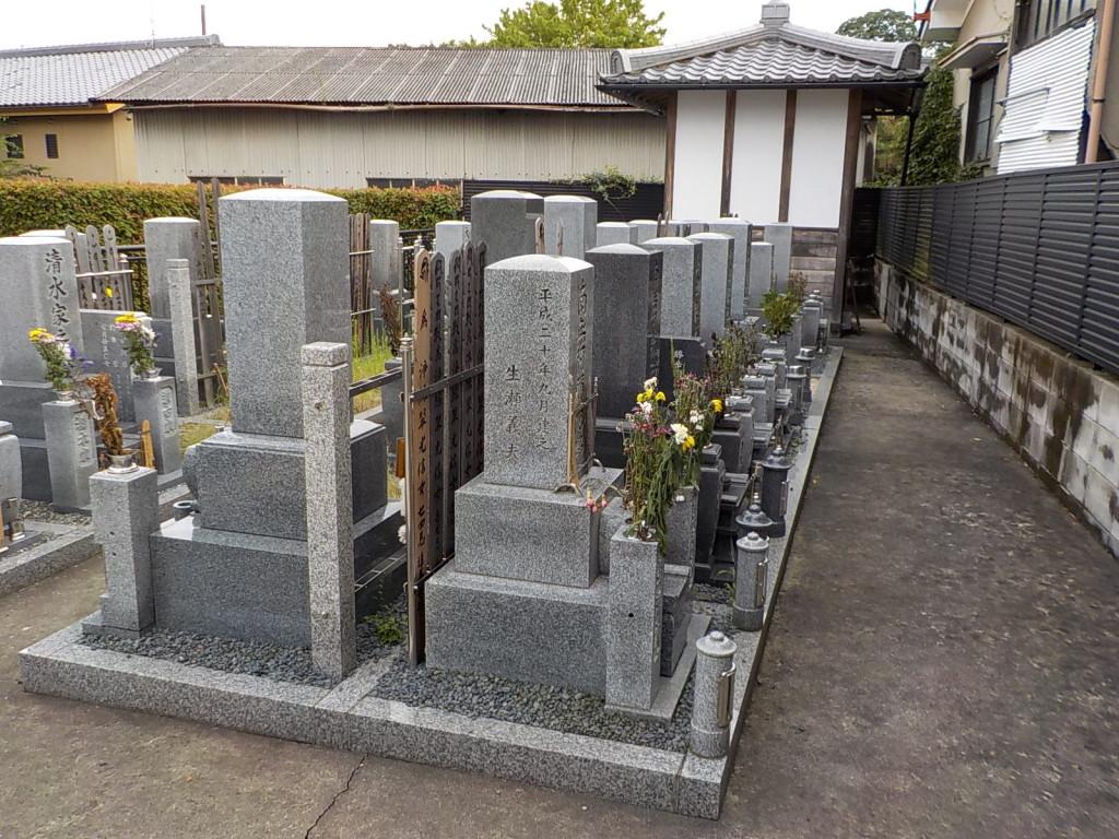 墓碑がきれいに並ぶ聖地です