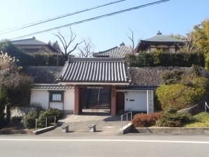 小高い丘の上にお寺はあります