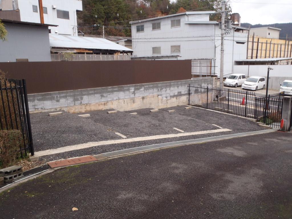 墓地まですぐのところにある駐車場