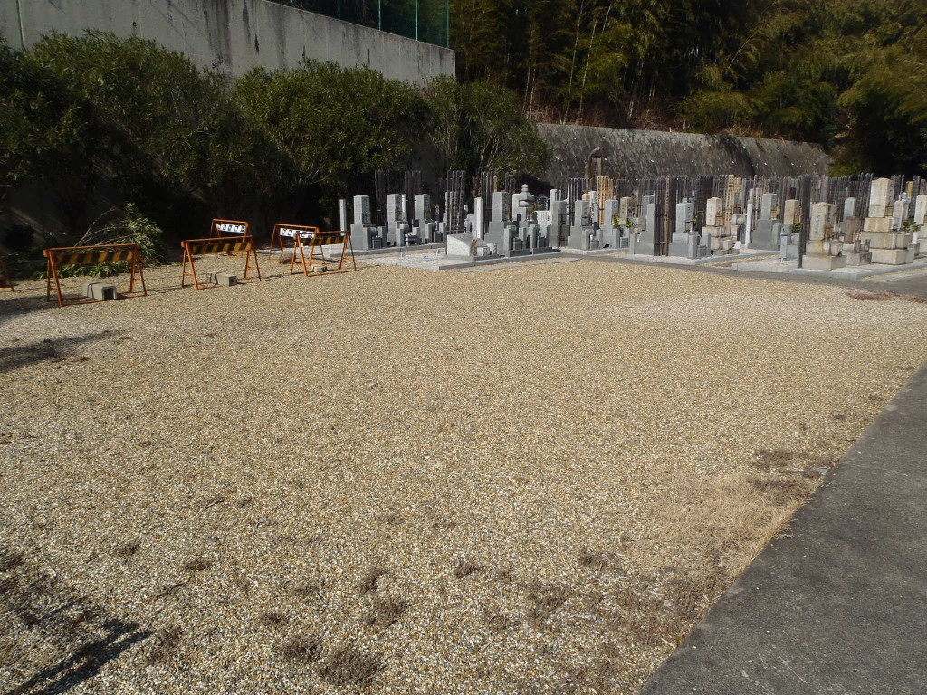 自然に囲まれた閑静な墓地です
