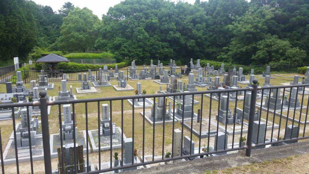 地域の制限は御座いますが、墓地使用料はお安い設定にされています。